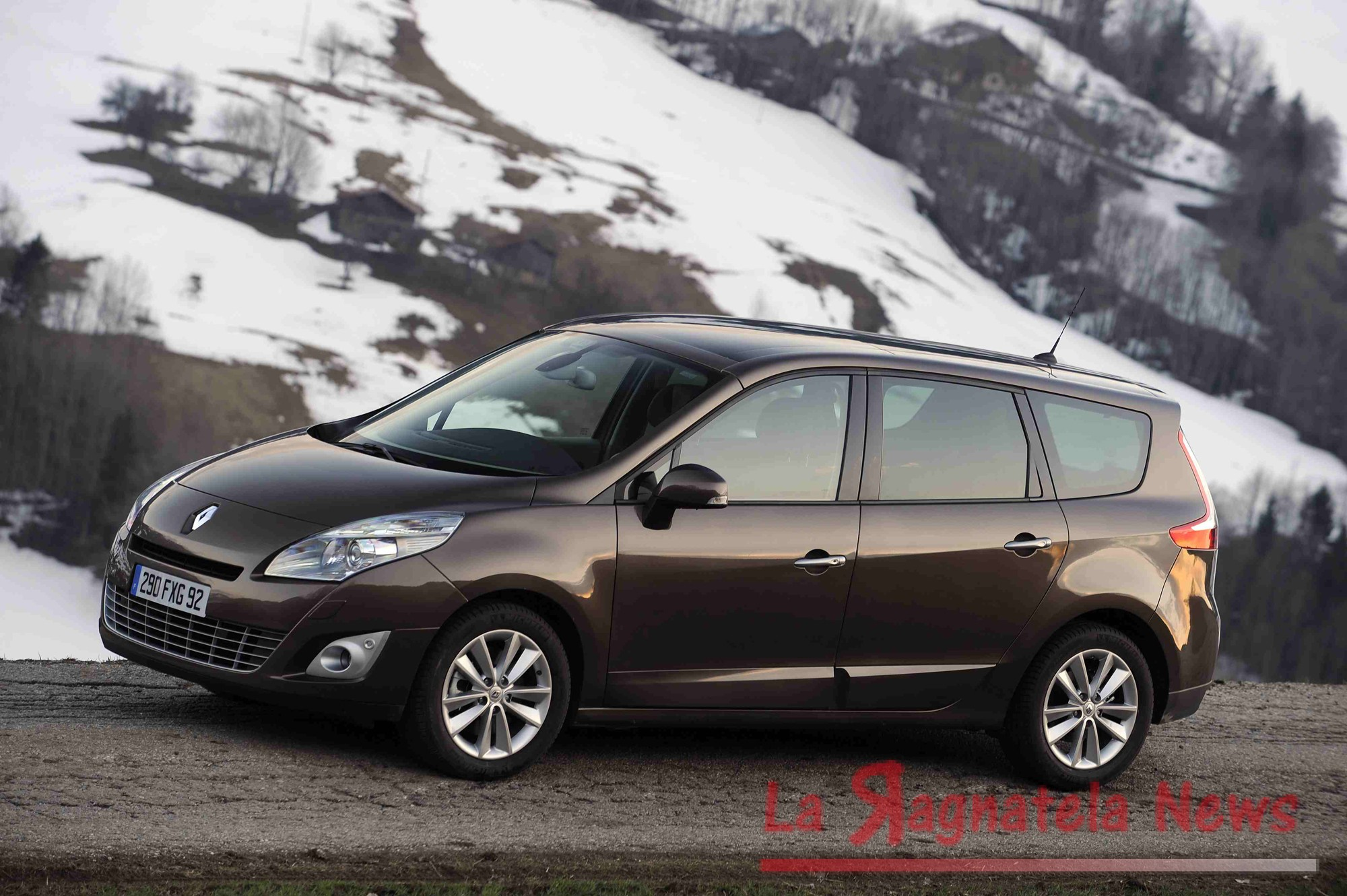 renault scenic 3 7 posti la ragnatela news. Black Bedroom Furniture Sets. Home Design Ideas