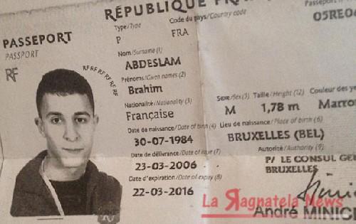 Parigi, le immagini del kamikaze che si fa esplodere alla brasserie Voltaire