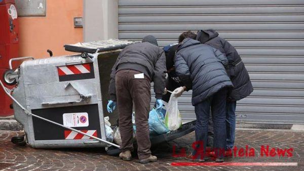 Neonato trovato vivo in un cassonetto nel Veneziano