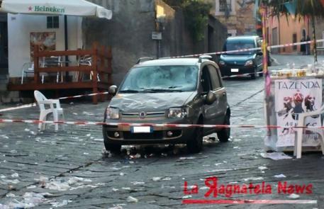Auto piomba sulla folla, paura in provincia di Sassari