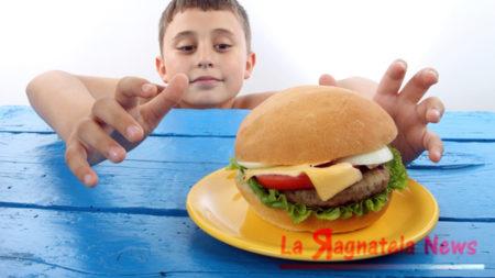 Aumentano i bimbi sovrappeso, è colpa dei genitori che lavorano #lodicelascienza