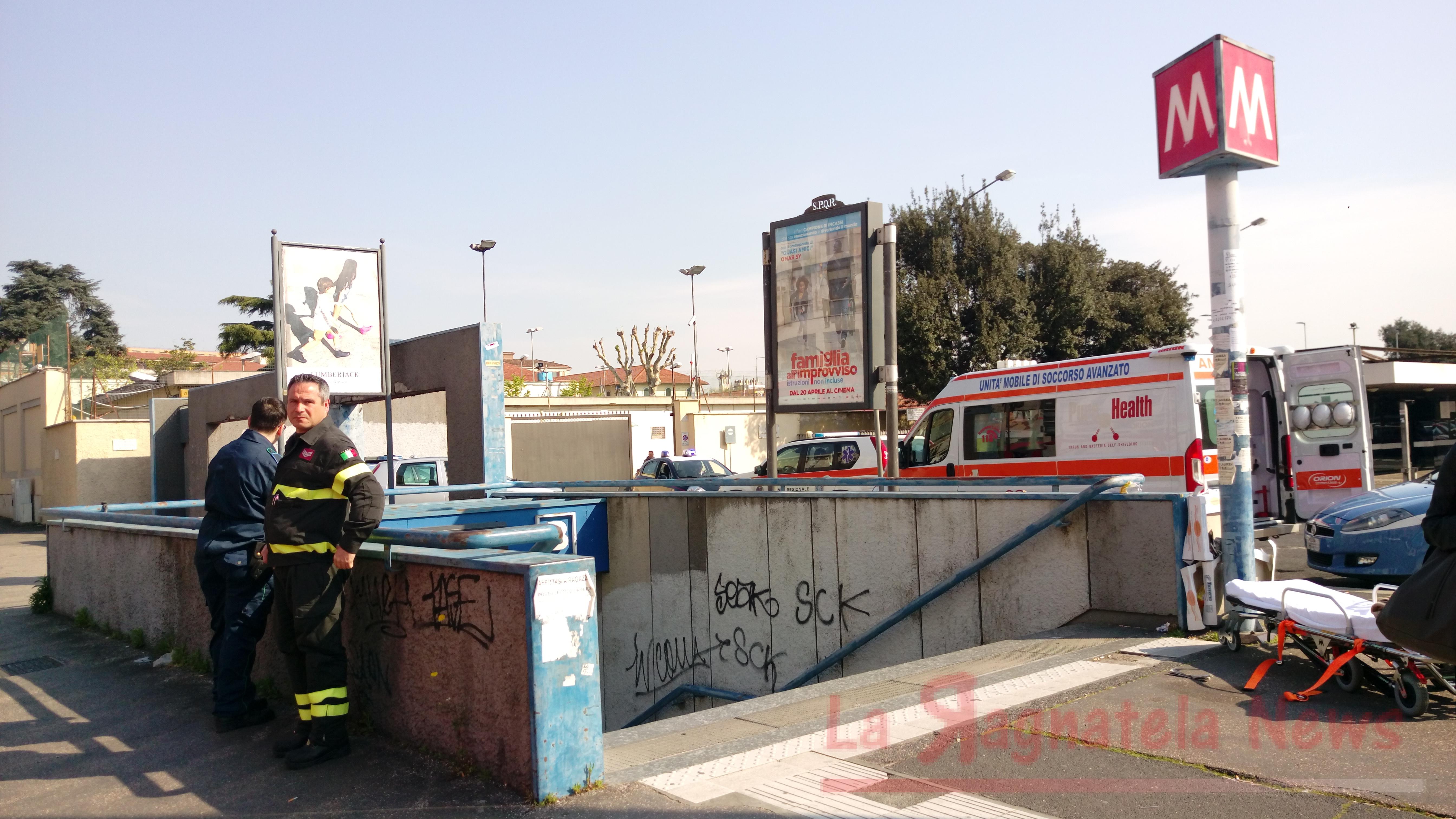 Roma, ragazzo cade sui binari: servizio fermo sulla Metro B